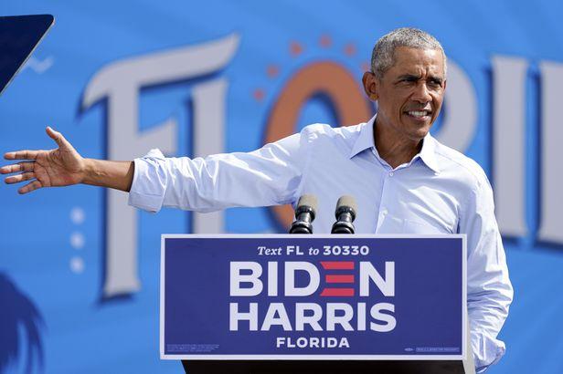 버락 오바마 전 미국 대통령이 27일(현지 시각) 플로리다 올랜도에서 조 바이든 민주당 대선 후보 유세를 하고 있다. /로이터 연합뉴스