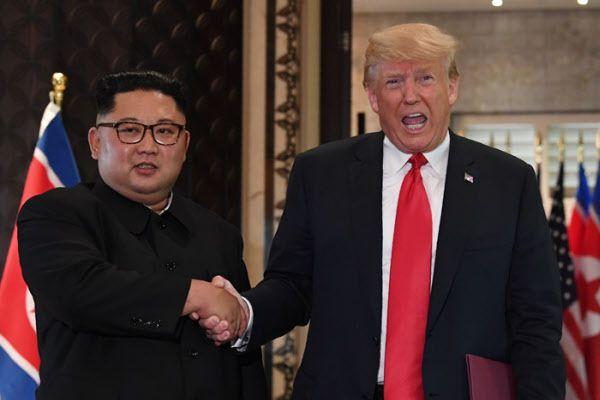 지난 2018년 6월 싱가포르 정상회담 당시 도널드 트럼프 미 대통령과 북한 김정은/AFP 연합뉴스