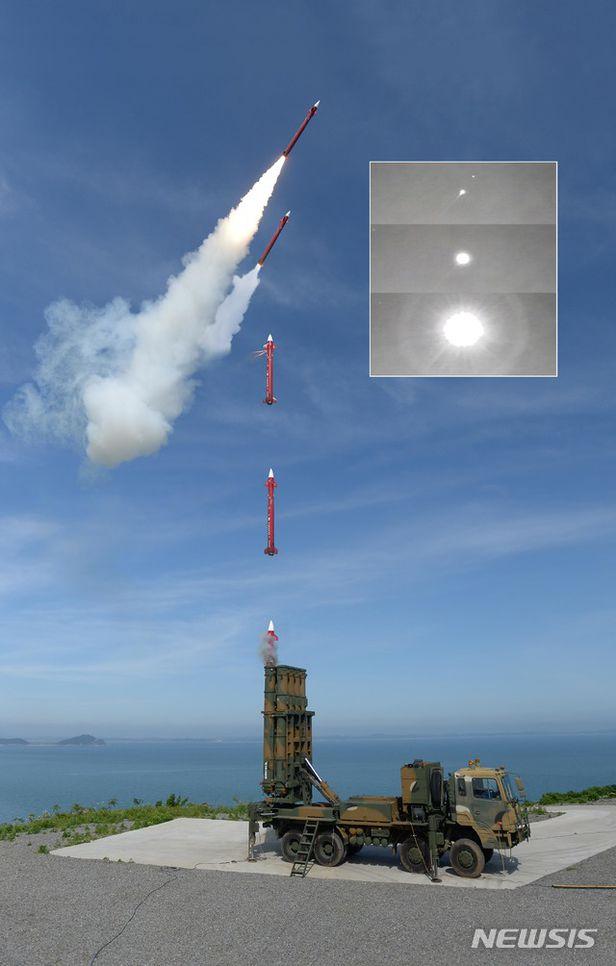 북 탄도미사일 요격용으로 개발된 국산 천궁-2 요격미사일.  최대 15km 고도의 북 미사일을 요격할 수 있다. /뉴시스