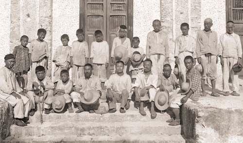 /독립기념관 에네켄 농장에서 일했던 한인 노동자들의 단체 사진.
