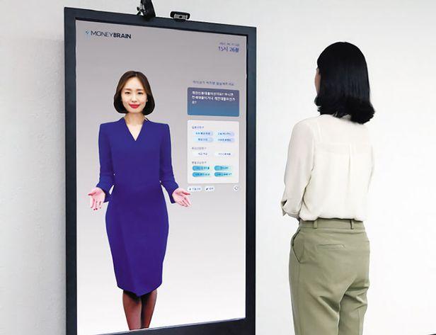 AI 앵커 같은 가상 인간을 개발하는 딥브레인AI는 지난 3일 500억원의 초기 투자를 유치했다. 사진은 가상 인간이 등장하는 딥브레인AI의 키오스크를 시연하는 모습. /딥브레인AI