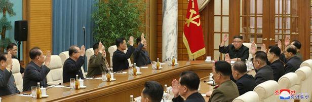 북한은 김정은 위원장 주재로 노동당 본부청사에서 노동당 정치국 확대회의가 열린 모습. /조선중앙통신 연합뉴스