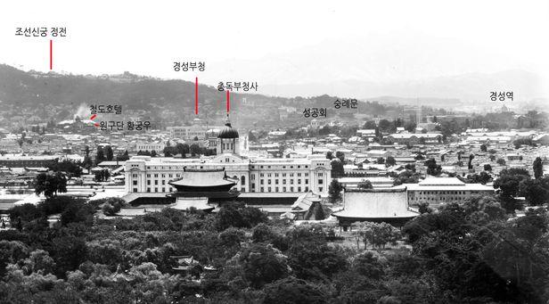 1930년대(추정) 이후 경복궁 쪽에서 촬영한 조선신궁-경성부청-총독부. 조선시대 육조대로와 남대문은 변함이 없다. /국립중앙박물관 소장 유리건판