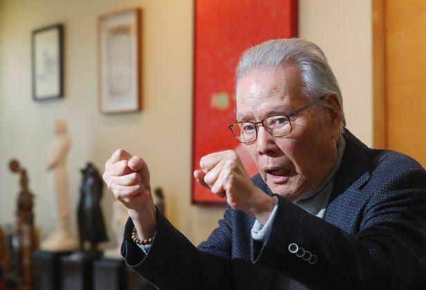 이어령 선생이 서울 종로구 영인문학관에서 인터뷰하는 모습. 지난해 10월부터 두 달간 선생을 4차례 만나 대화를 나눴다. /장련성 기자