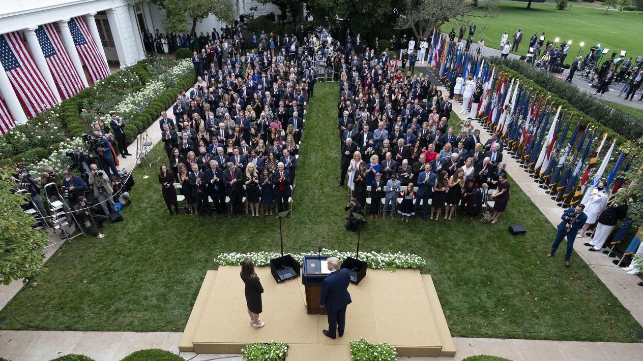 '미국 대선날 백악관'이 집단감염지로? 그날밤 파티 참석한 주택도시장관 확진