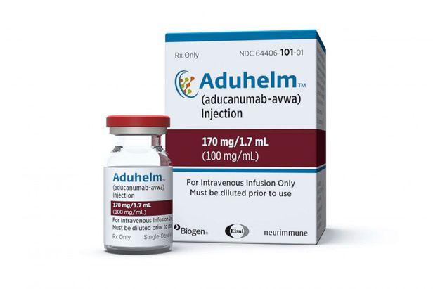미 FDA가 승인한 바이오젠의 알츠하이머 신약 '에드유헬름(Aduhelm)'. 사진은 에드유헬름 약병과 포장 상자의 모습. /바이오젠