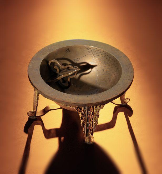 지난 6월 미국 경매에서 구입한 조선시대 해시계 '앙부일구'. 18~19세기에 제작된 것으로 추정된다. /문화재청