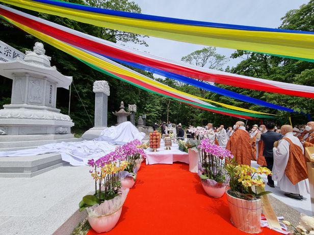무산 스님의 3주기 추모다례재와 부도 제막식이 23일 설악산 신흥사에서 열렸다.