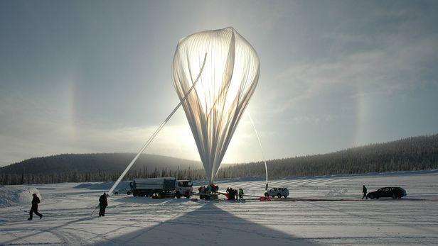스웨덴 이스레인지 우주센터에 있는 하버드대의 대형 기구. 기구로 성층권에서 태양광 차단용 입자를 살포할 계획이었지만 주민 반대로 무산됐다./스웨덴 우주국