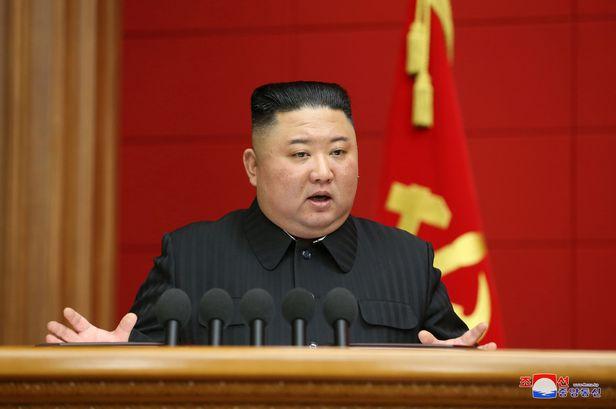 김정은 총비서가 지난 7일  북한의 제1차 시·군당 책임비서 강습회에서 폐강사를 하고 있다./조선중앙통신 연합뉴스