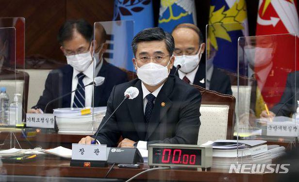 국정감사에서 답변하는 서욱 장관