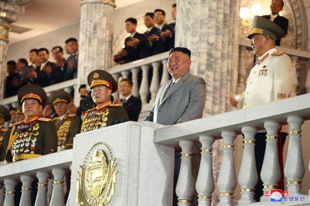 지난 10일 북한 노동당 창건 75주년에서 인민군을 사열하는 북한 김정은./조선중앙TV