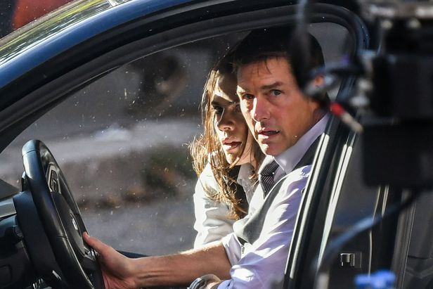 지난 10월 톰 크루즈가 이탈리아 로마에서 영화 '미션 임파서블7'을 촬영하고 있다. /AFP 연합뉴스