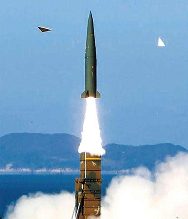 현무-2 탄도미사일 발사 장면. 국산 SLBM은 최대 사거리 500㎞인 현무-2B 탄도미사일을 개량한 것으로 알려졌다. photo 조선일보