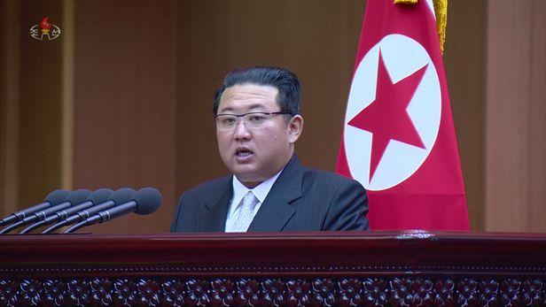 김정은 북한 노동당 총비서 겸 국무위원장이 지난달 29일 평양 만수대의사당에서 열린 북한 최고인민회의 제14기 제5차 회의 2일 회의에서 시정연설을 했다고 조선중앙TV가 같은 달 30일 보도했다./뉴시스