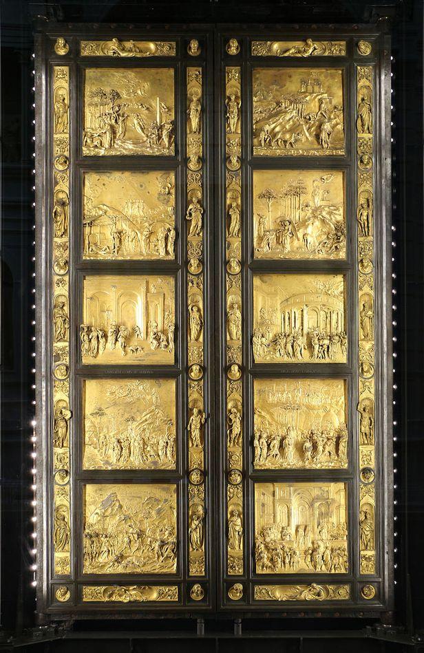 /위키피디아 산 조반니 세례당에 있는 청동문은 아담과 이브의 창조 등 성경에 나오는 주요 10장면이 새겨져 있습니다.