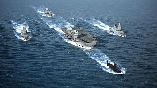 영국 퀸 엘리자베스 항모가 최신 구축함, 원자력추진 잠수함 등의 호위를 받으며 항해하고 있다. 퀸 엘리자베스 항모 전단은 오는 8월말쯤 한국을 방문할 예정이다. /영국 해군
