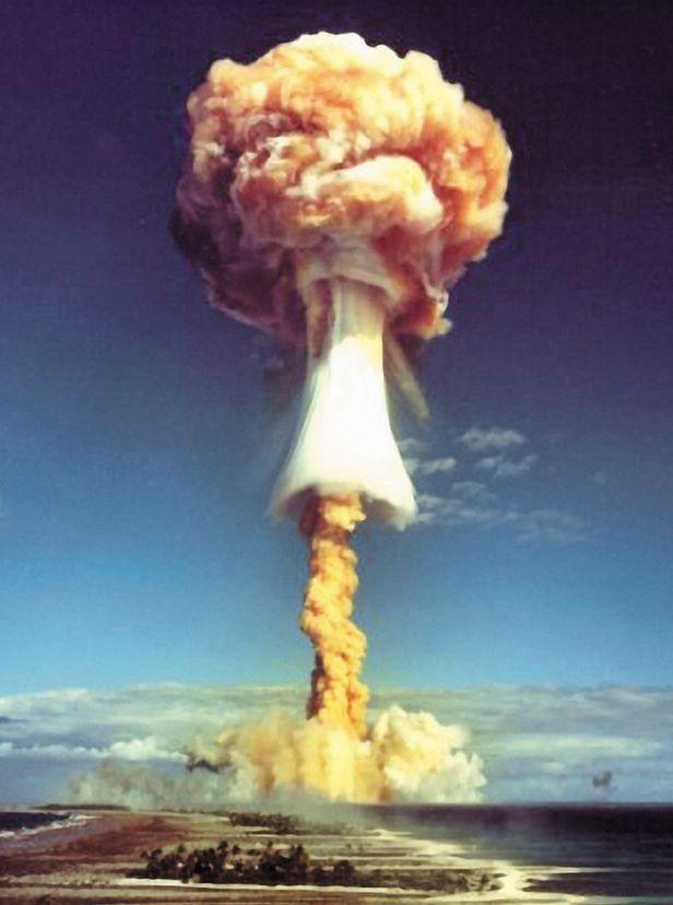 1971년 모로루아 환초 佛핵실험 - 1971년 폴리네시아 모루로아 환초에서 벌인 프랑스의 핵실험으로 버섯구름이 솟아오르는 모습. /게티이미지코리아