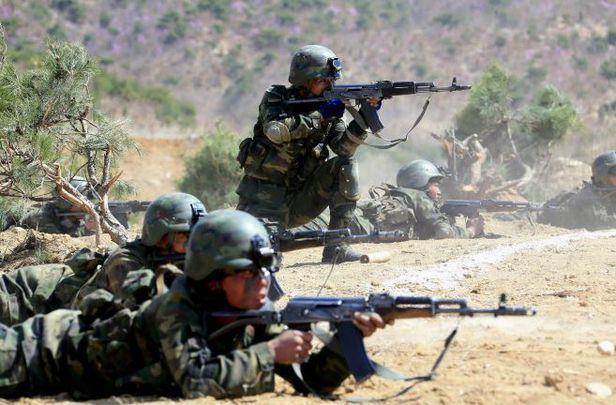 사격 훈련하는 북한 특수부대원들./조선중앙TV 연합뉴스
