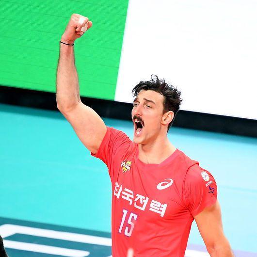 '러셀 트리플크라운' 한국전력, 우리카드 3-0 제압…2연승 질주