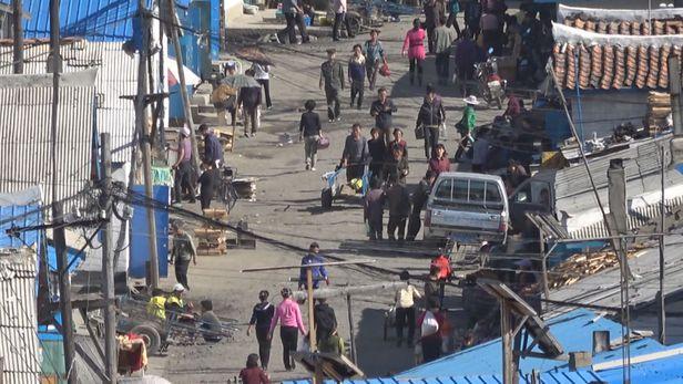 2017년 8월 북한 장백거리 장마당  / tv조선